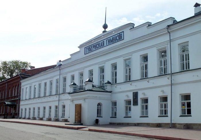 Simbirskaya-klassicheskaya-gimnaziya-700x489