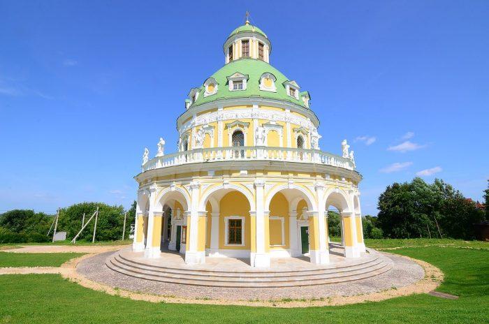 TSerkov-Rozhdestva-Bogoroditsy-v-Podmoklovo-700x464