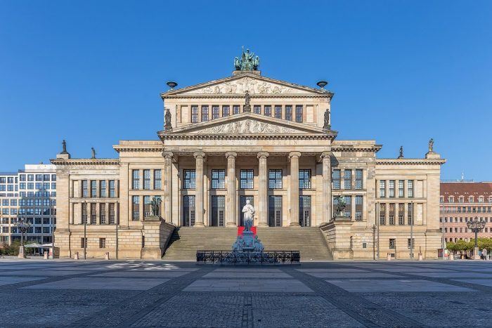 Teatr-Kontserthaus-700x467