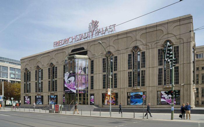 Teatr-revyu-Fridrihshtadtpalast-700x434