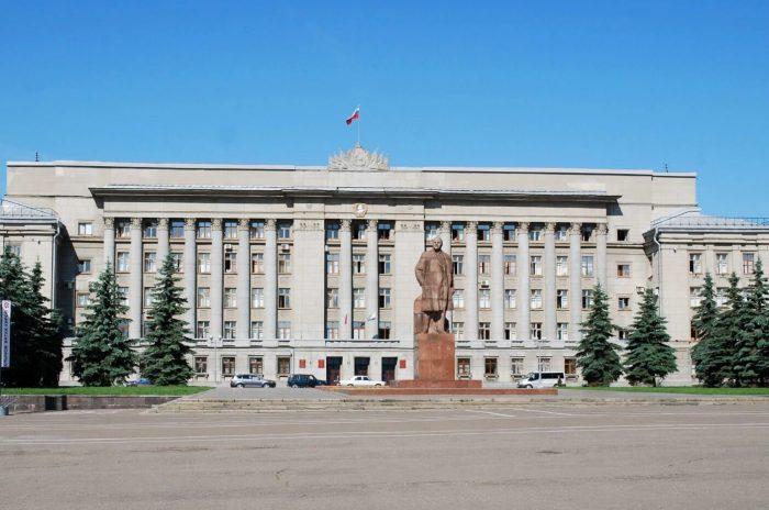 Teatralnaya-ploschad-700x464