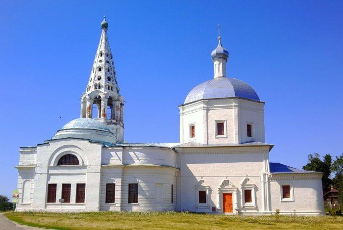 Troitskiy-sobor-na-Sobornoy-gore-700x469