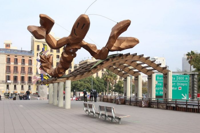 Ulybayuschayasya-krevetka-700x467
