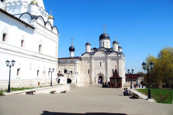 Vladychnyy-monastyr-700x466