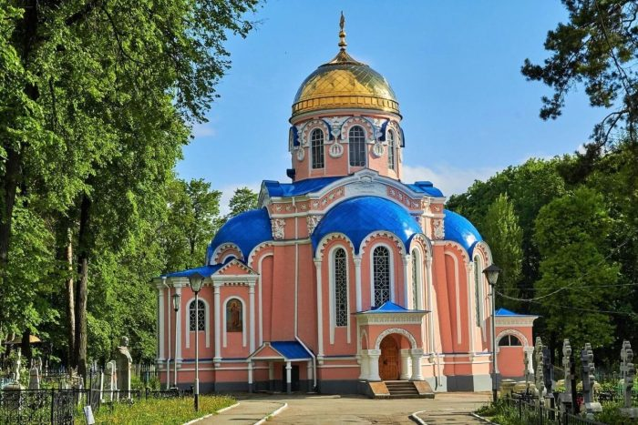 Voskresenskiy-hram-700x467