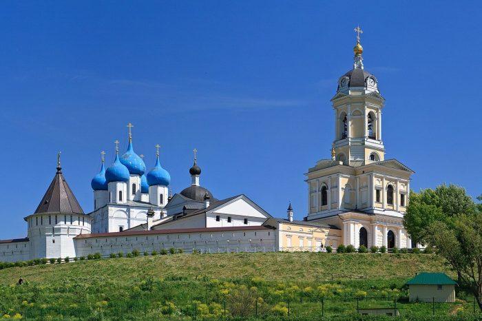 Vysotskiy-monastyr-700x466