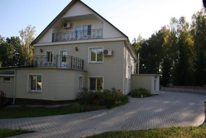 Zagorodnyy-klub-Novoe-Uruche-700x467