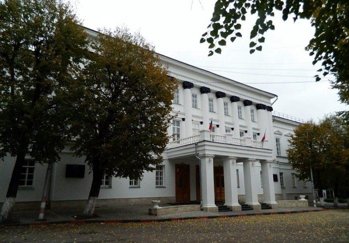Zdanie-Dvoryanskogo-sobraniya-700x487