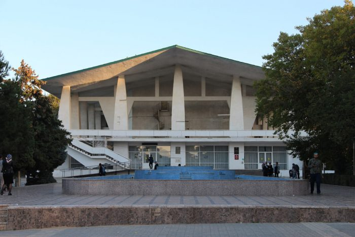 Avarskiy-teatr-imeni-Gamzata-TSadasy-700x467