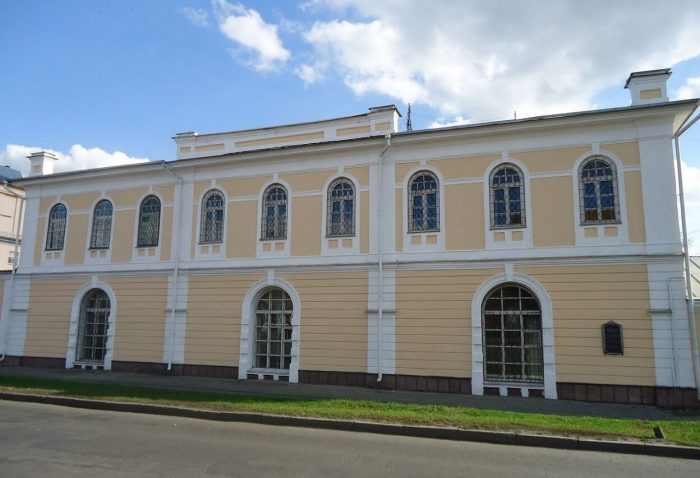 Barnaulskiy-instrumentalnyy-magazin-700x478