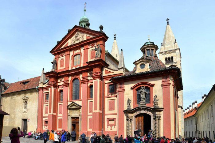 Bazilika-svyatogo-Georgiya-700x467