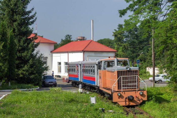 Detskaya-zheleznaya-doroga-700x466