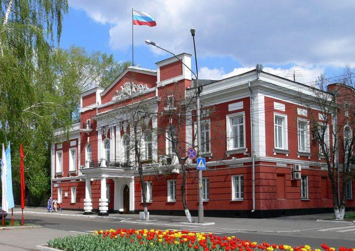 Dom-nachalnika-Altayskogo-gornogo-okruga-700x496