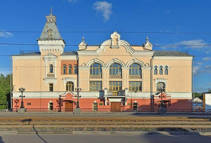 Gosudarstvennaya-filarmoniya-Altayskogo-kraya-700x476