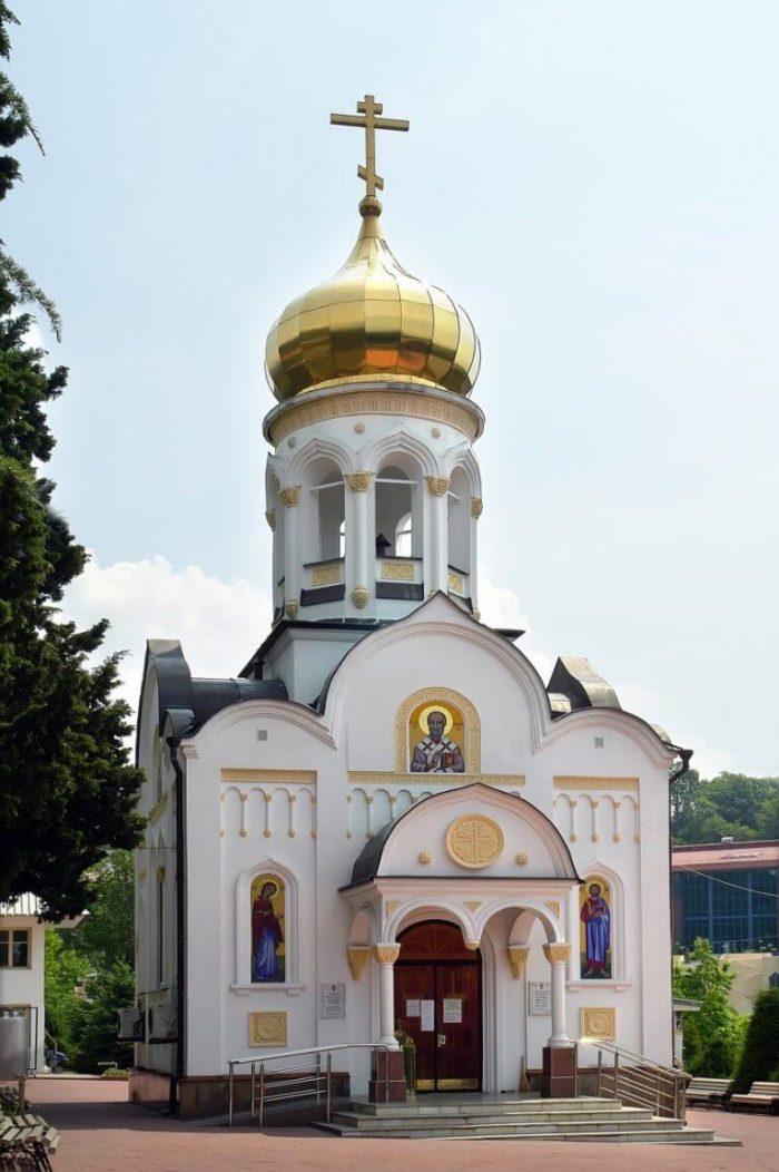 Hram-Nikolaya-CHudotvortsa-700x1052