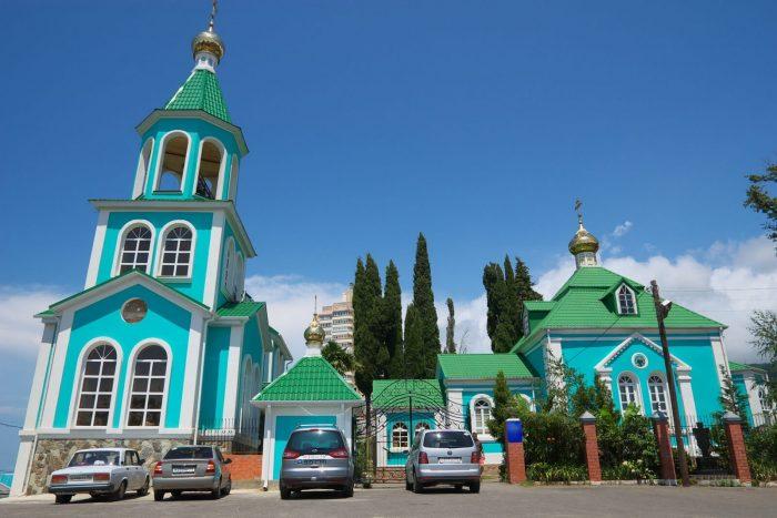 Hram-Rozhdestva-Presvyatoy-Bogoroditsy-1-700x467