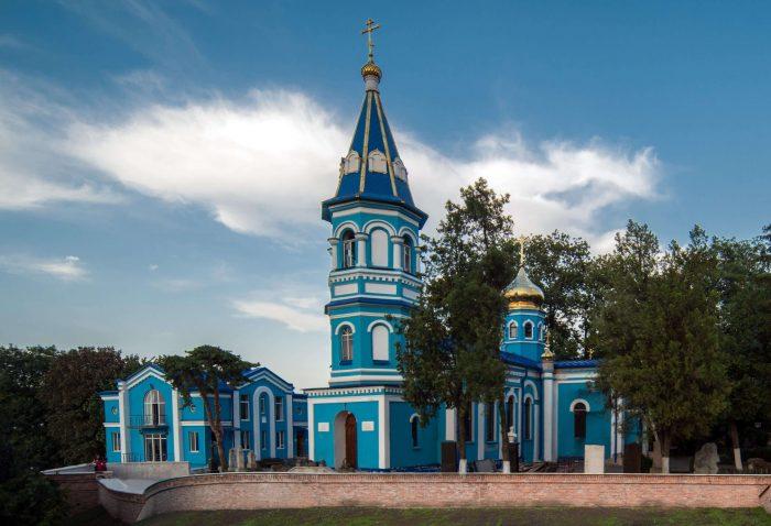 Hram-Rozhdestva-Presvyatoy-Bogoroditsy-700x478