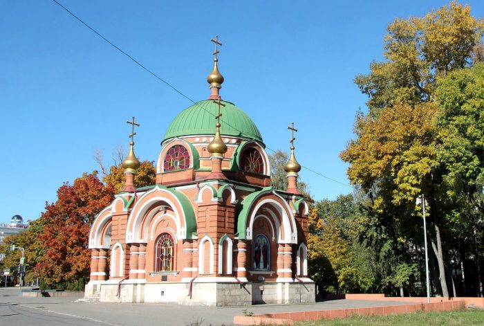 Hram-chasovnya-Petra-i-Pavla-700x471