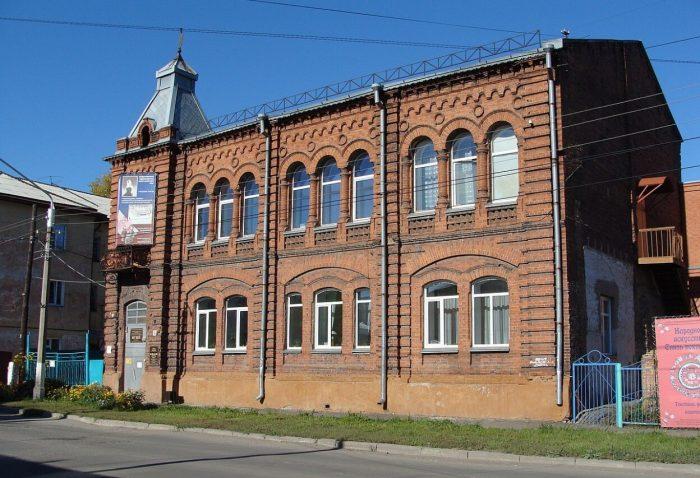 Hudozhestvennyy-muzey-Altayskogo-kraya-700x478