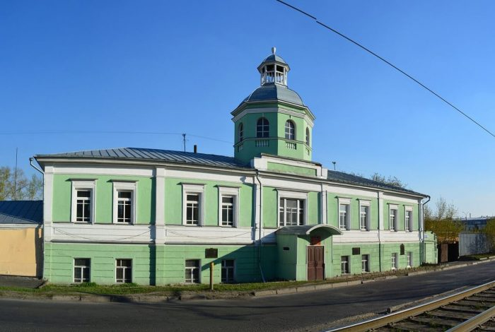 Kantselyariya-Kolyvano-Voskresenskogo-zavoda-700x470