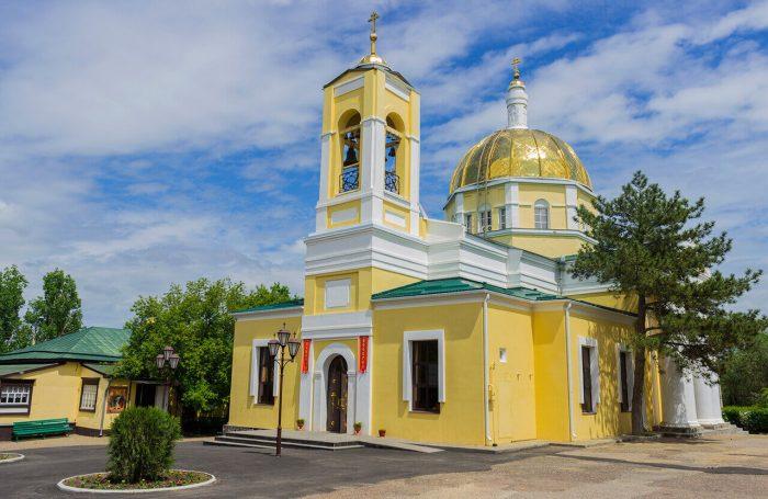 Kazanskiy-kafedralnyy-sobor-700x455