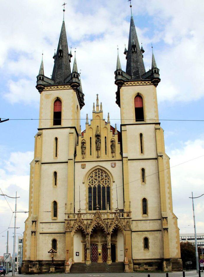 Kostel-Svyatogo-Antoniya-Paduanskogo-700x950