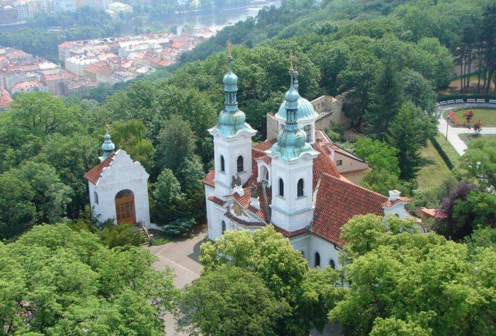 Kostel-Svyatogo-Lavrentiya-700x474