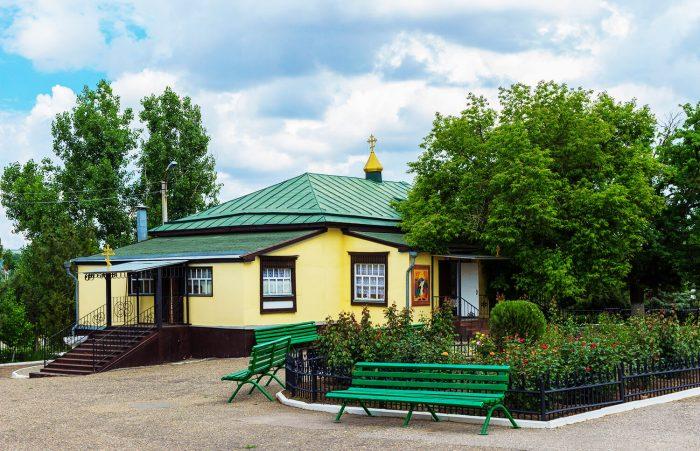 Krestovozdvizhenskaya-tserkov-700x451