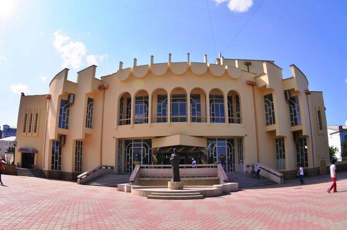 Kumykskiy-teatr-imeni-A.-P.-Salavatova-700x464