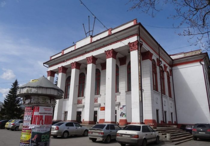 Lipetskiy-dramaticheskiy-teatr-700x485