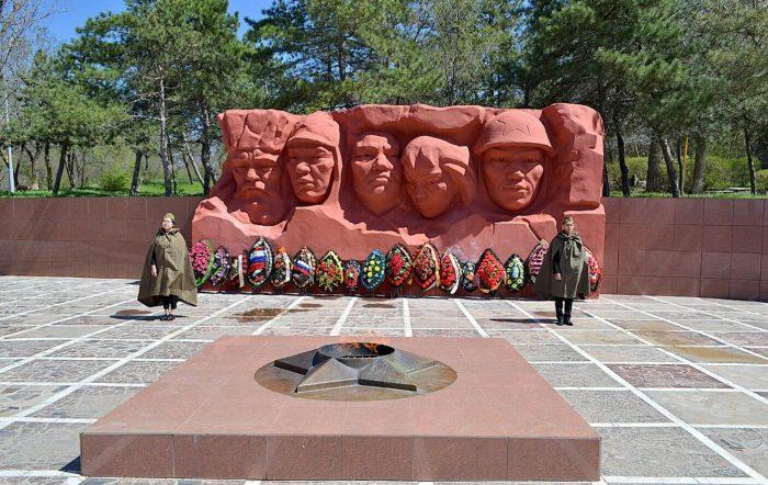 Memorialnyy-kompleks-geroev-Grazhdanskoy-i-Velikoy-Otechestvennoy-voyn-700x442