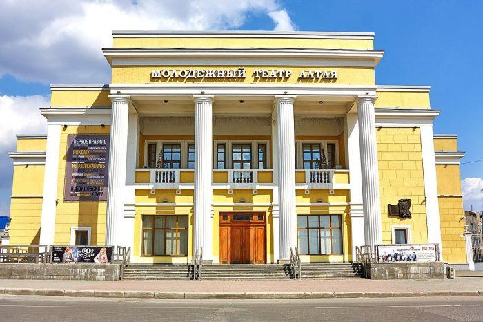 Molodezhnyy-teatr-Altaya-700x466