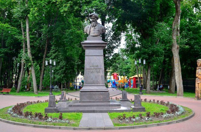 Pamyatnik-A.-K.-Tolstomu-700x459