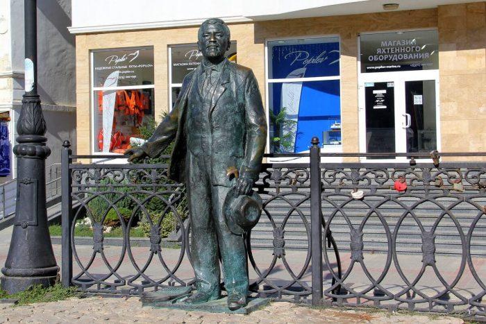 Pamyatnik-Aleksandru-Kuprinu-700x467