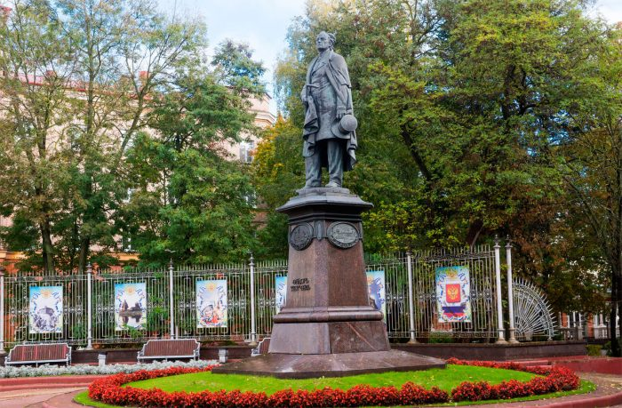Pamyatnik-F.-I.-Tyutchevu-700x459