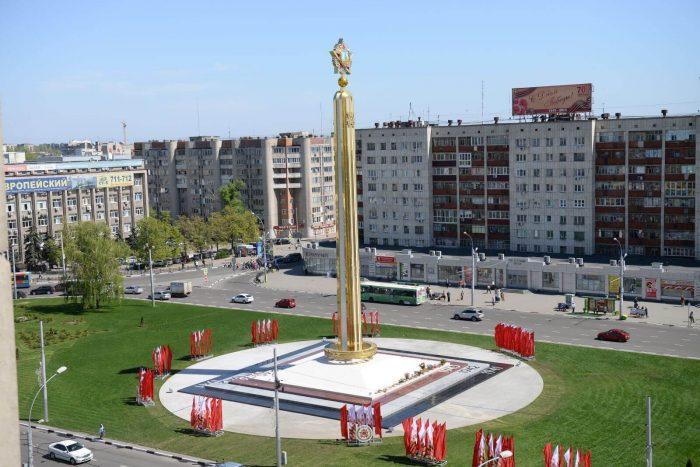 Pamyatnik-Pobedy-700x467