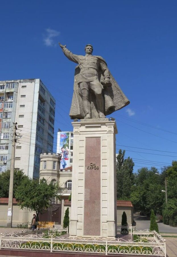 Pamyatnik-S.-M.-Kirovu