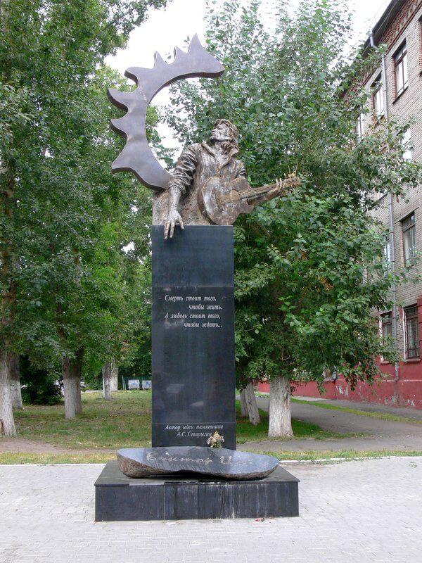 Pamyatnik-Viktoru-TSoyu
