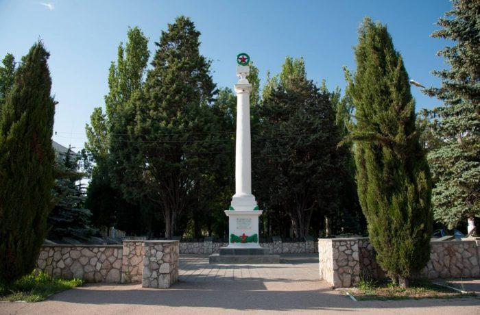 Pamyatnik-geroyam-pavshim-v-boyah-Balaklavu-v-gody-VOV-700x460