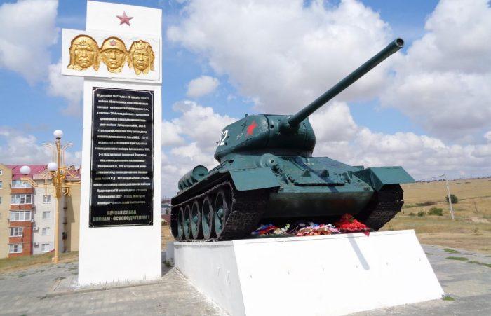 Pamyatnik-voinam-28-y-armii-700x451