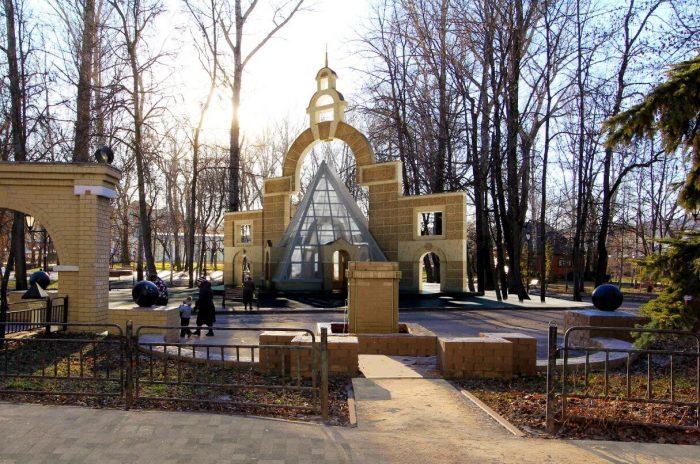 Pavilon-lipetskih-mineralnyh-vod-700x464