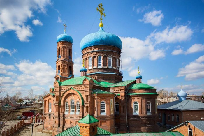 Pokrovskiy-kafedralnyy-sobor-700x467