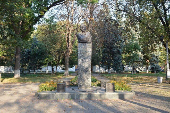 Pushkinskiy-skver-700x466