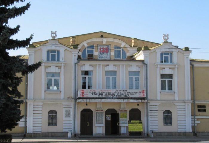 Russkiy-teatr-imeni-E.-Vahtangova-700x482