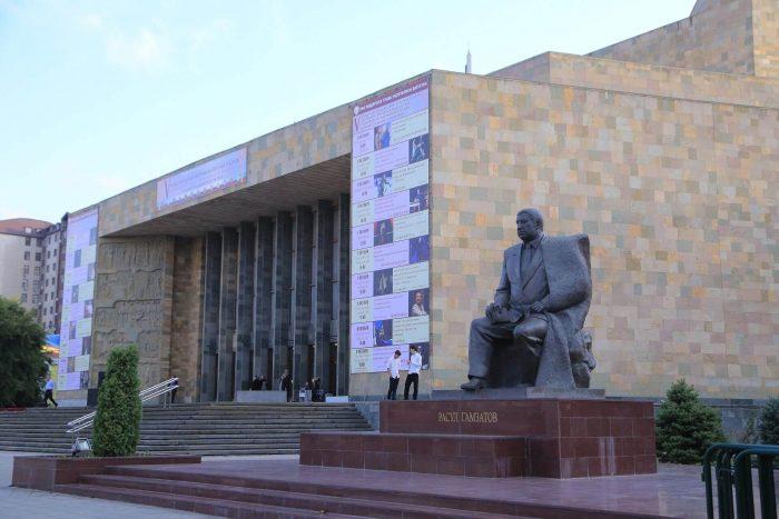 Russkiy-teatr-imeni-M.-Gorkogo-700x467