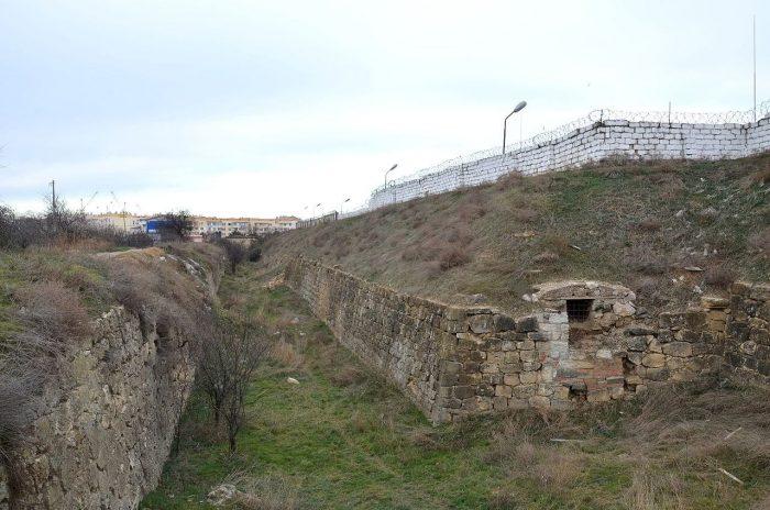 Severnyy-fort-Balaklavy-700x464