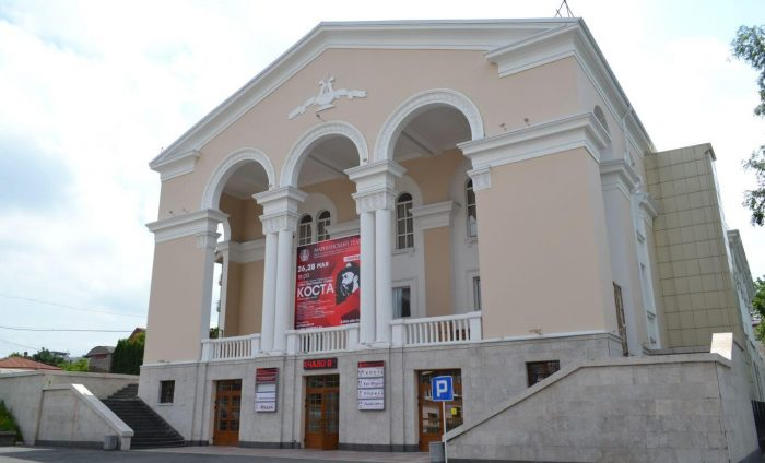 Severo-Osetinskiy-teatr-opery-i-baleta-700x424
