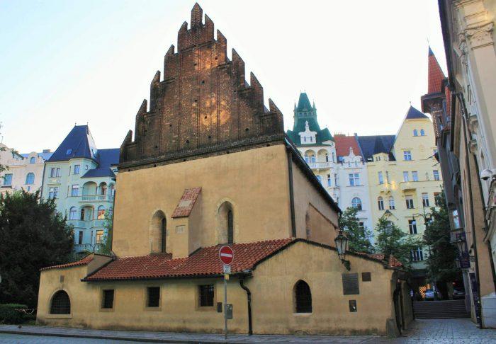 Staronovaya-sinagoga-700x486
