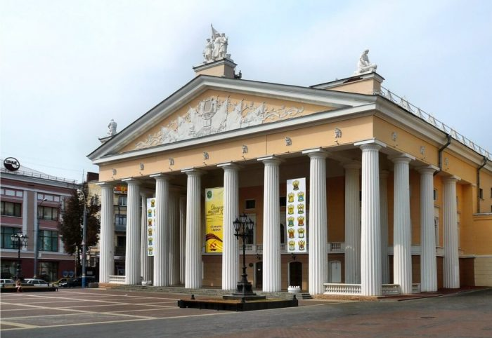 Teatr-dramy-imeni-A.-K.-Tolstogo-700x482