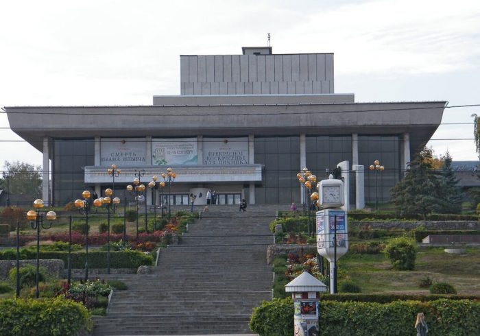 Teatr-dramy-imeni-L.-N.-Tolstogo-700x490